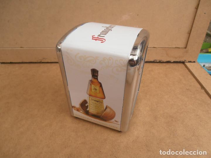 SERVILLETERO PARA BAR -- PUBLICIDAD FRANGELICO (Coleccionismo - Otras Botellas y Bebidas )