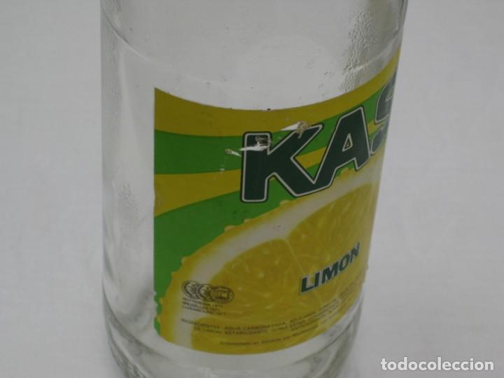 Coleccionismo Otros Botellas y Bebidas: Antigua botella de Kas Limon. 1 litro. Etiqueta de papel. - Foto 5 - 171512225