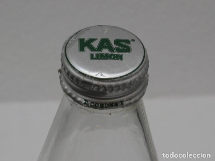 Coleccionismo Otros Botellas y Bebidas: Antigua botella de Kas Limon. 1 litro. Etiqueta de papel. - Foto 7 - 171512225
