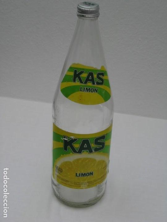 Coleccionismo Otros Botellas y Bebidas: Antigua botella de Kas Limon. 1 litro. Etiqueta de papel. - Foto 9 - 171512225