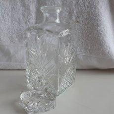 Coleccionismo Otros Botellas y Bebidas: (SEVILLA) LICORERA TALLADA. Lote 171756112