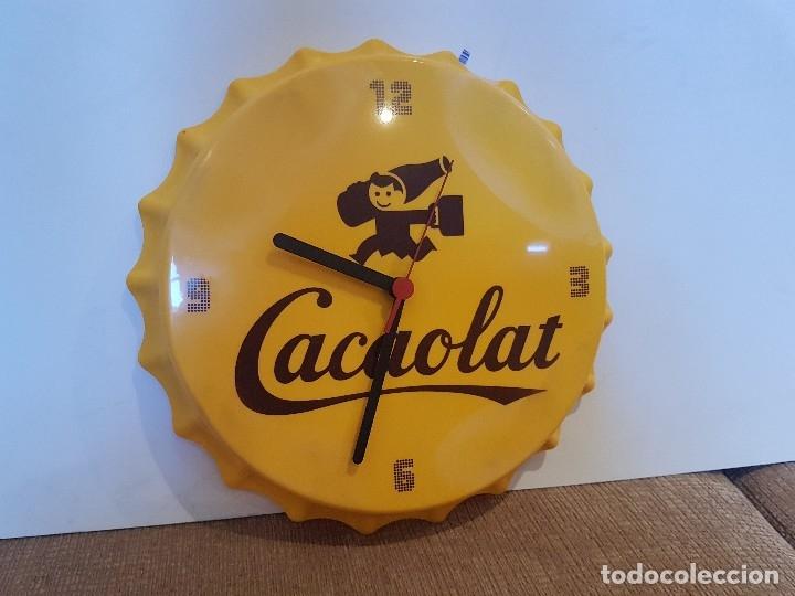 RELOJ PARED PUBLICITARIO CACAOLAT CON FORMA DE CHAPA DE BOTELLA 30 CM (Coleccionismo - Otras Botellas y Bebidas )