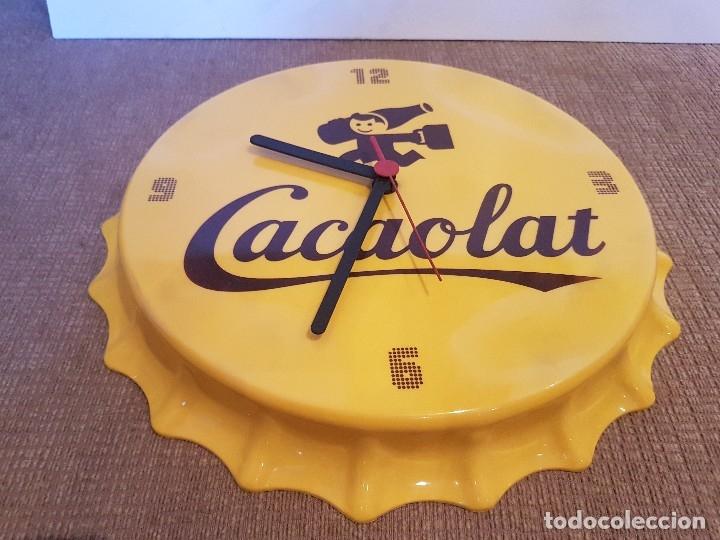 Coleccionismo Otros Botellas y Bebidas: RELOJ PARED PUBLICITARIO CACAOLAT CON FORMA DE CHAPA DE BOTELLA 30 CM - Foto 3 - 172418615