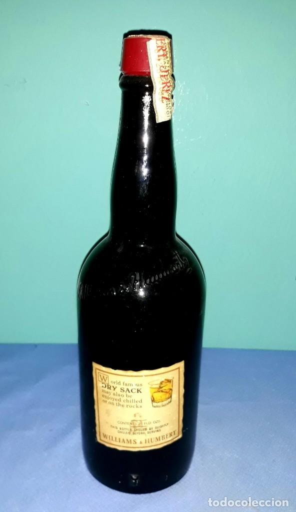 Coleccionismo Otros Botellas y Bebidas: ANTIGUA BOTELLA DE SHERRY JEREZ DRY SACK DE WILLIAMS & HUMBERT SIN ABRIR - Foto 2 - 196897220