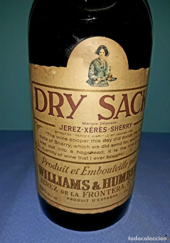 Coleccionismo Otros Botellas y Bebidas: ANTIGUA BOTELLA DE SHERRY JEREZ DRY SACK DE WILLIAMS & HUMBERT SIN ABRIR - Foto 3 - 196897220