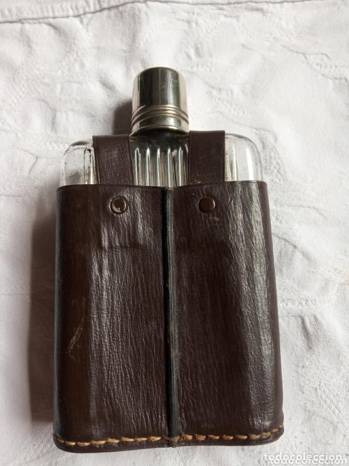 Coleccionismo Otros Botellas y Bebidas: Antigua petaca para bebidas alcohólicas. Botella de coleccion.whisky. antigüedad.bebida - Foto 3 - 173732254