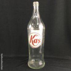 Coleccionismo Otros Botellas y Bebidas: BOTELLA KAS-1L-AÑOS 70. Lote 174647053