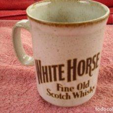 Coleccionismo Otros Botellas y Bebidas: PEQUEÑA TAZA CERÁMICA WHITE HORSE. Lote 176846669