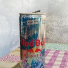 Coleccionismo Otros Botellas y Bebidas: LATA VACÍA DE RED BULL SUGARFREE - 250 ML. - EDICIÓN ''BATALLA DE LOS GALLOS''. Lote 198904386