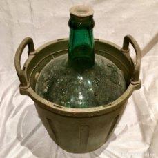 Coleccionismo Otros Botellas y Bebidas: GARRAFA CON BONITA DAMAJUANA DE 4 LITROS DE VINO A GRANEL. Lote 177202088