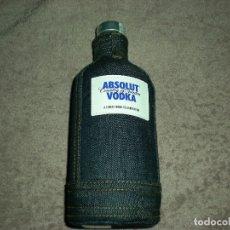 Coleccionismo Otros Botellas y Bebidas: FUNDA/FORRO VAQUERO DE VODKA ABSOLUT. Lote 177944885
