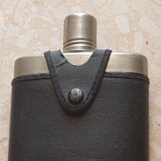 Coleccionismo Otros Botellas y Bebidas: BOTELLA PETACA PARA LICOR CRISTAL CUERO Y METAL. Lote 178793712