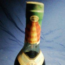Coleccionismo Otros Botellas y Bebidas: SIN ABRIR! ANTIGUA BOTELLA DE 1L DE PONCHE ESPAÑOL. CON LA ETIQUETA DEL ESCUDO DE FRANCO.. Lote 179548707