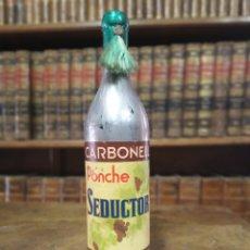 Coleccionismo Otros Botellas y Bebidas: BOTELLA DE PONCHE. MARCA SEDUCTOR. PRECINTADA. CARBONELL. CÓRDOBA. 31 CM.. Lote 180425211