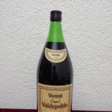 Coleccionismo Otros Botellas y Bebidas: VERMUT CASA VALDEPABLO. TRADICION DESDE 1928. BOTELLA DE 2 LITROS.. Lote 182460608