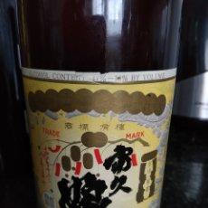 Coleccionismo Otros Botellas y Bebidas: SAKE FUKUMUSUME. AÑO 66. Lote 182504800