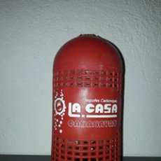 Coleccionismo Otros Botellas y Bebidas: LA CASA DE CASASAYAS BEGUDES CARBONIQUES ANTIGUO CUBRE SIFON. Lote 183567655