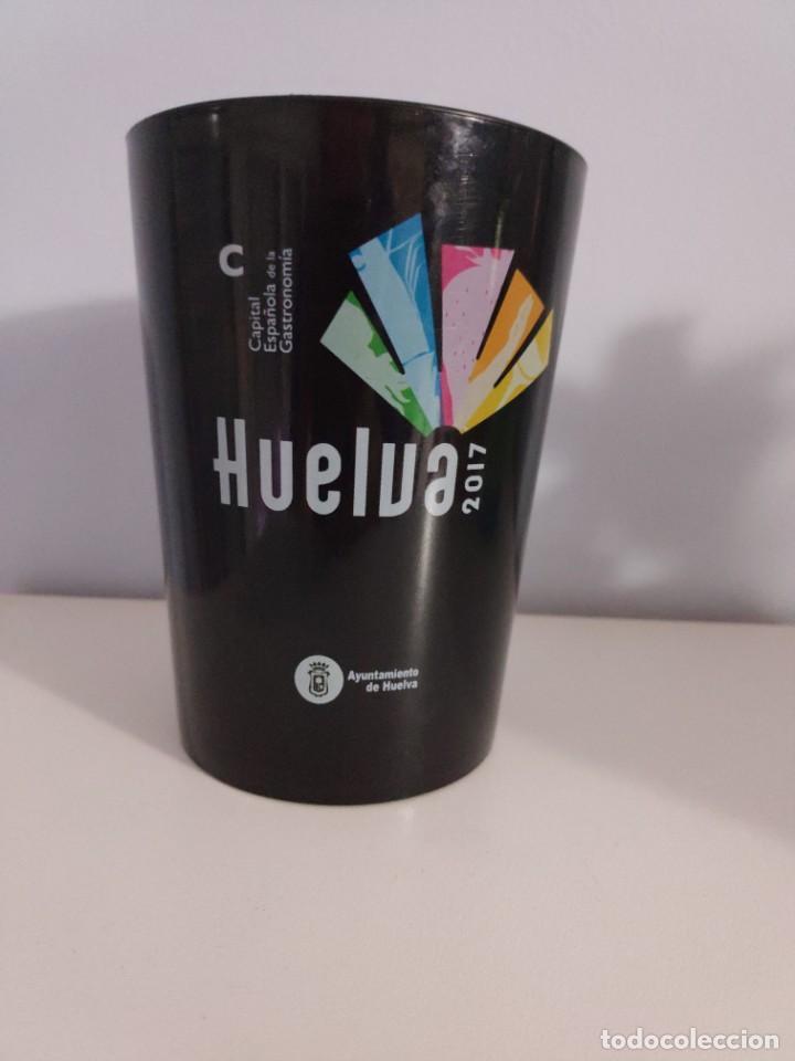 VASO HUELVA CAPITAL ESPAÑOLA DE LA GASTRONOMÍA (Coleccionismo - Otras Botellas y Bebidas )