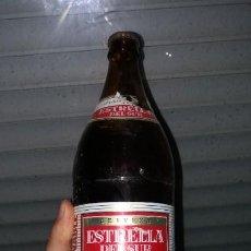 Coleccionismo Otros Botellas y Bebidas: BOTELLA CON CHAPA DE CERVEZA CERVEZAS LA ESTRELLA DEL SUR SEVILLA CERVECERA SEVILLANA CRUZCAMPO. Lote 184324016