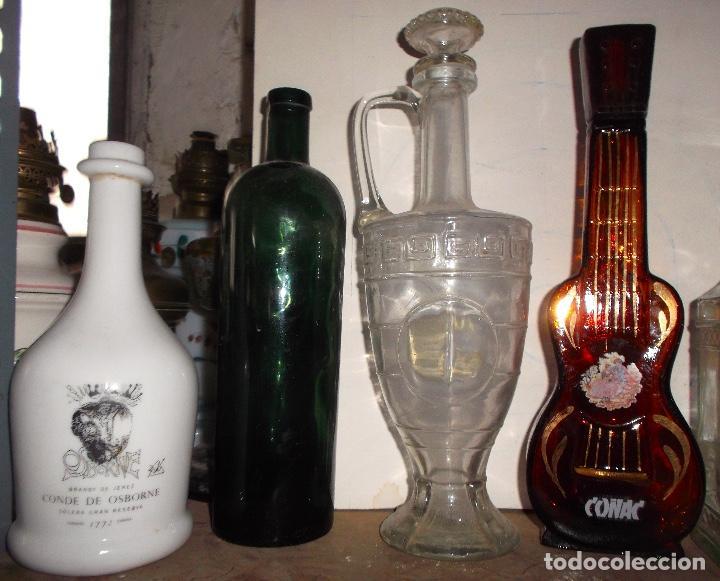 Coleccionismo Otros Botellas y Bebidas: Lote de 8 botellas de colección desde 1890 la verde al 2000 el tarro licorera tallado - Foto 3 - 187502053