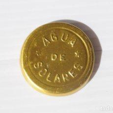 Coleccionismo Otros Botellas y Bebidas: ANTIGUA CHAPA PLATILLO METÁLICO DE BOTELLA DE AGUA DE SOLARES. AÑOS 70.. Lote 187509646