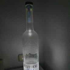 Coleccionismo Otros Botellas y Bebidas: BOTELLA GRANDE DE VODKA BELVEDERE CON LED. Lote 187537722