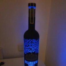 Coleccionismo Otros Botellas y Bebidas: BOTELLA GRANDE DE VODKA BELVEDERE CON LED. Lote 187540626