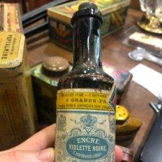 Coleccionismo Otros Botellas y Bebidas: BOTELLA TINTADO ENCRE VIOLETTE NOIRE - MEDIDA 15 CM. Lote 188753917