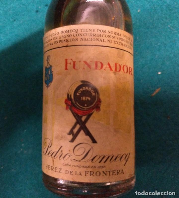 Coleccionismo Otros Botellas y Bebidas: ANTIGUO BOTELLIN FUNDADOR PEDRO DOMECQ - Foto 3 - 190130797