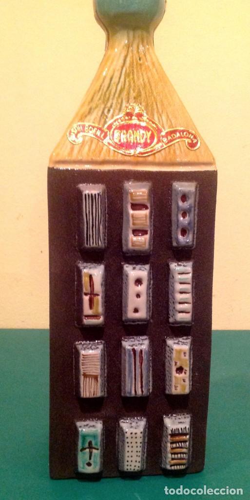 Coleccionismo Otros Botellas y Bebidas: Botella Brandy BOFILL Precinto De 4 Pesetas De Colección - Foto 2 - 190853942