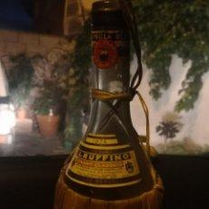Coleccionismo Otros Botellas y Bebidas: VINTAGE RUFFINO CHIANTI BOTELLA DE VINO RAFIA 1974 ITALIA, VACÍA. Lote 191400908