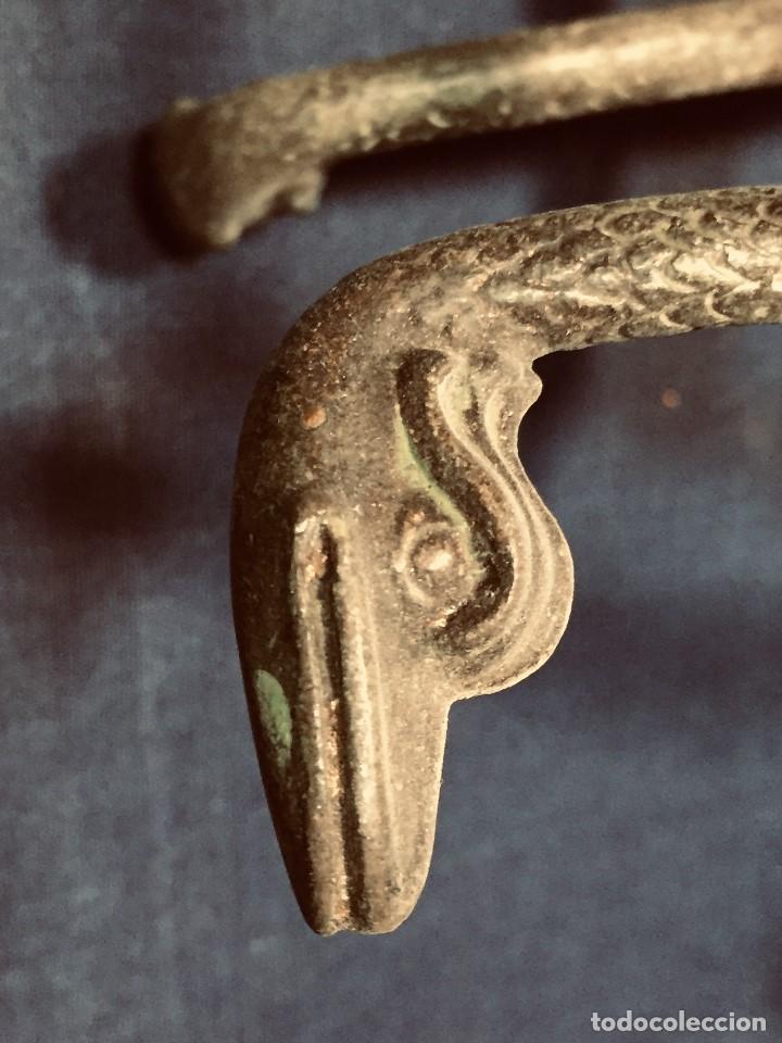 Coleccionismo Otros Botellas y Bebidas: soporte bronce botella dispensador licor serpientes manos estilo clasico arqueologia patina 26x18cms - Foto 3 - 192338480