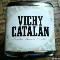 Coleccionismo Otros Botellas y Bebidas: VICHY CATALÁN - SERVILLETERO - PUBLICIDAD AGUA GAS GIRONA. Lote 192392903