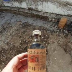 Coleccionismo Otros Botellas y Bebidas: FRASCO DE FARMACIA EXTRACTO FLUIDO DE ROOB LAFFECTEUR CONTRA LA SÍFILIS // LAB. CARDÚ CON CONTENIDO. Lote 194614008
