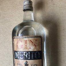 Coleccionismo Otros Botellas y Bebidas: GINEBRA MÉRITO. AÑOS 60. Lote 195327926