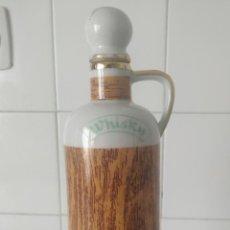 Coleccionismo Otros Botellas y Bebidas: BOTELLA PORCELANA WHISKY. TAPÓN DE PORCELANA Y CORCHO. DECORATIVA. HECHA EN ESPAÑA. Lote 200250566