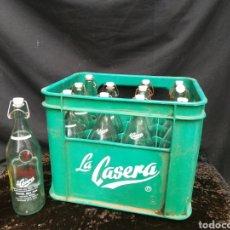Coleccionismo Otros Botellas y Bebidas: ANTIGUA CAJA CON 12 BOTELLAS DE LA CASERA. Lote 200561681
