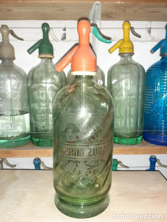 SIFÓN ZUGASTI DE IRÚN GRABADO AL ÁCIDO CON RELIEVES INTERIORES (Coleccionismo - Otras Botellas y Bebidas )