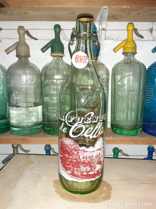 BOTELLA DE GASEOSA LA FUENTE DE CELLA TERUEL (Coleccionismo - Otras Botellas y Bebidas )