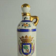 Coleccionismo Otros Botellas y Bebidas: BONITA BOTELLA DE PORCELANA ANIS DE CHINCHON ESCUDO DE MADRID. Lote 203898757