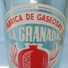 Coleccionismo Otros Botellas y Bebidas: BOTELLA DE GASEOSA LA GRANADA ANTIGUA Y MUY RARA. Lote 204220103