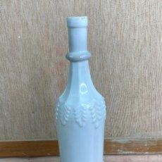 Coleccionismo Otros Botellas y Bebidas: PRECIOSA BOTELLA DECORATIVA EN CERAMICA. Lote 205015192