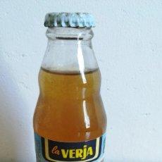 Coleccionismo Otros Botellas y Bebidas: BOTELLIN ZUMOS LA VERJA. SIN ABRIR. Lote 205780172