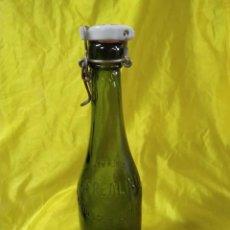 Coleccionismo Otros Botellas y Bebidas: BOTELLA DE CRISTAL VERDE CEREALINE SUSTRATO DE LA LECHE Y CALDO (ENVIO PENINS MNES GRATIS). Lote 206137732