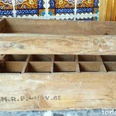 Coleccionismo Otros Botellas y Bebidas: ANTIGUA CAJA DE MADERA PARA BOTELLAS GRANDES DE CRISTAL, CON INSCRIPCIÓN M.R.P, DEL AÑO 65. Lote 214214067
