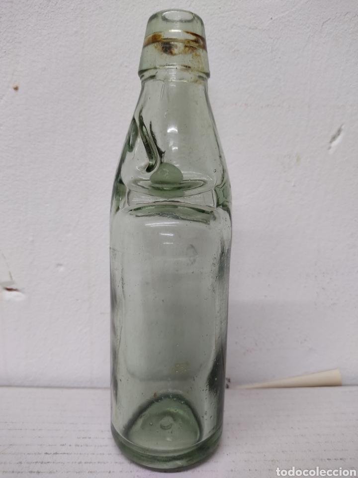 Coleccionismo Otros Botellas y Bebidas: BOTELLA CON BOLITA ANTIGUA BOTELLA DE GASEOSA .BOLICHE, AÑOS 1940. - Foto 2 - 216772120