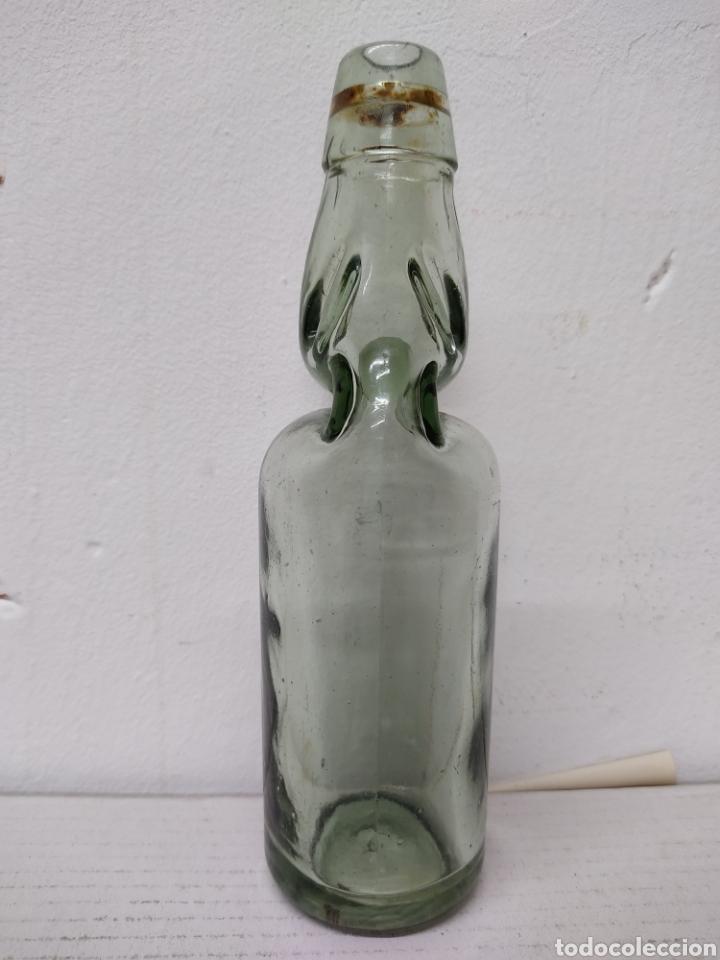 BOTELLA CON BOLITA ANTIGUA BOTELLA DE GASEOSA .BOLICHE, AÑOS 1940. (Coleccionismo - Otras Botellas y Bebidas )