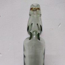 Coleccionismo Otros Botellas y Bebidas: BOTELLA CON BOLITA ANTIGUA BOTELLA DE GASEOSA .BOLICHE, AÑOS 1940.. Lote 216772120