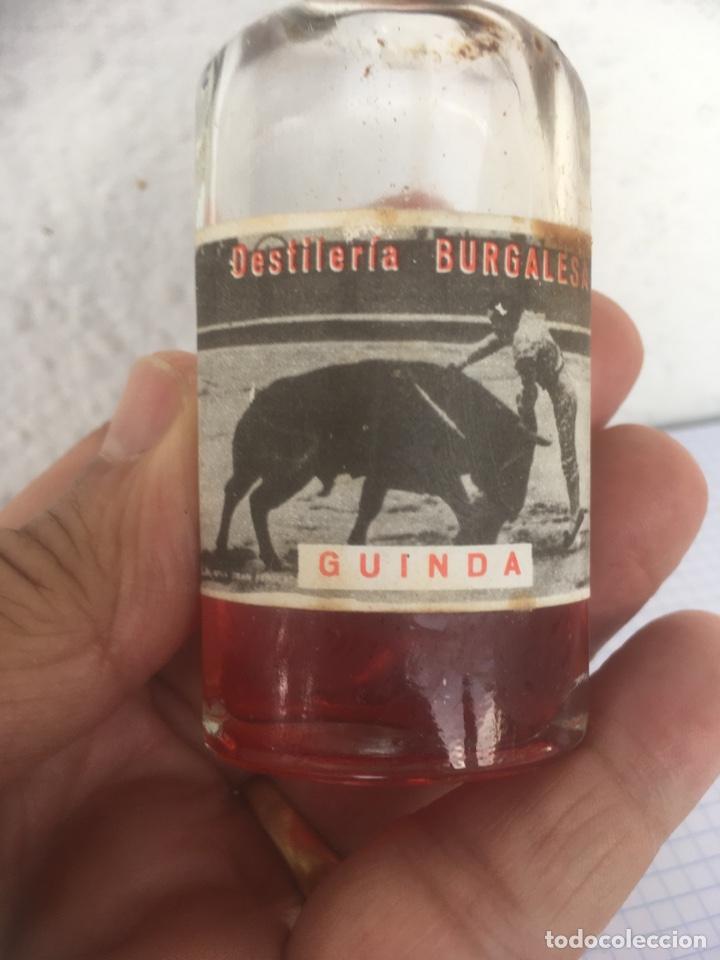 Coleccionismo Otros Botellas y Bebidas: BOTELLÍN LICIR DE GUINDA DESTILERÍA BURGALESA AÑOS 50 - Foto 2 - 218713855