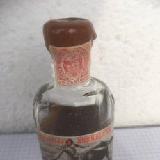 Coleccionismo Otros Botellas y Bebidas: BOTELLÍN DE RON DESTILERÍA BURGALESA AÑOS 50. Lote 218715405